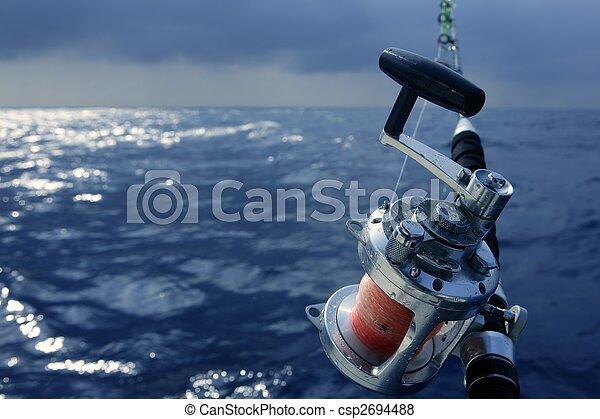 Angler-Boot-Fisch im Salzwasser - csp2694488