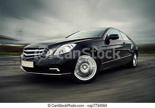 Auto fährt schnell. - csp7734564