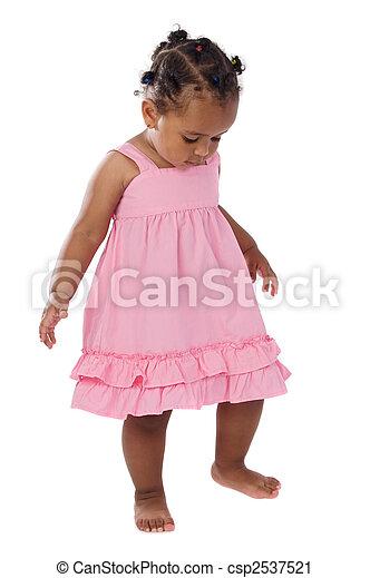 Bezauberndes Baby, pink angezogen - csp2537521