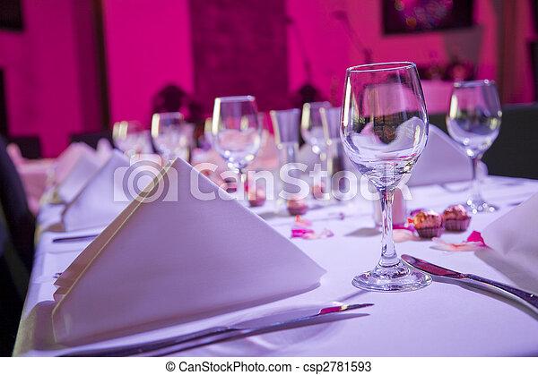 Ein Tisch für den Hochzeitsempfang - csp2781593