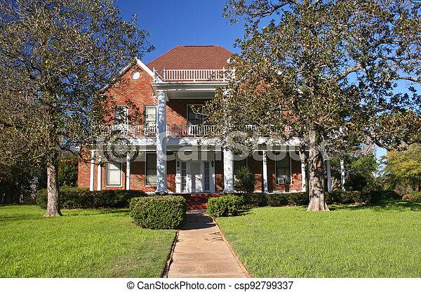 groß, villa, grün, historisch, bäume, rasen - csp92799337