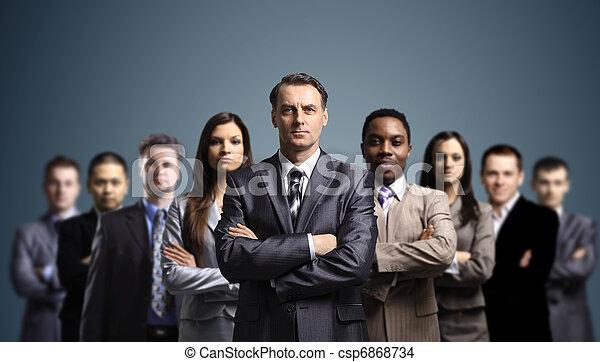 Junge attraktive Geschäftsleute - csp6868734