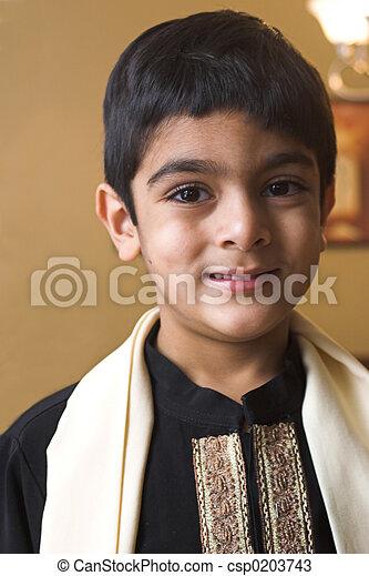 Junge in formeller Kleidung - csp0203743
