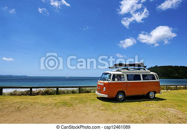 Klassischer Volkswagen Kombi-Van - csp12461089