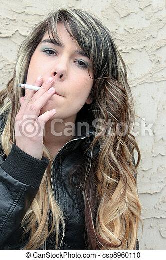 Petite Teen Rauchen Zigarette