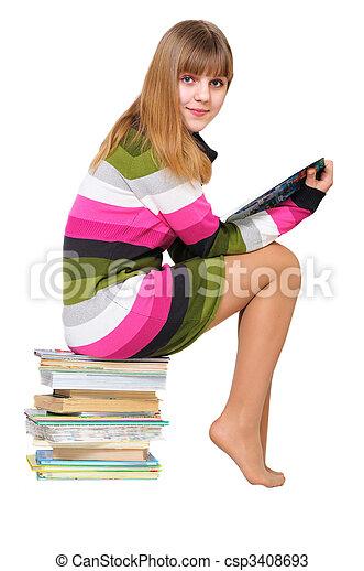 Süßer Teenie auf dem Stapel Bücher - csp3408693